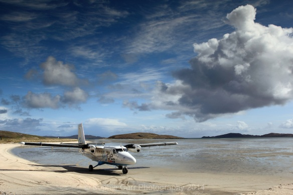 Flybe-Twin-Otter-at-Barra-Airport-Outer-Hebrides-Scotland